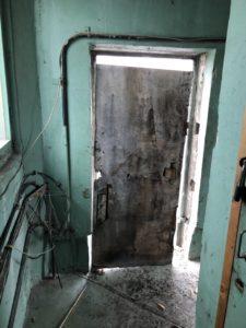 Установка дверей кровля Планерная (10)